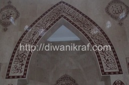 Panel hiasan khat di mihrab