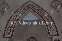 Panel hiasan khat di mihrab