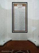 Hiasan khat / kaligrafi Surah As-Sajdah di mehrab masjid